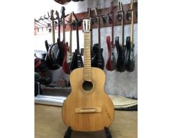 (0851) Черниговская Гитара с Чистейшим и Глубочайшим Звучанием